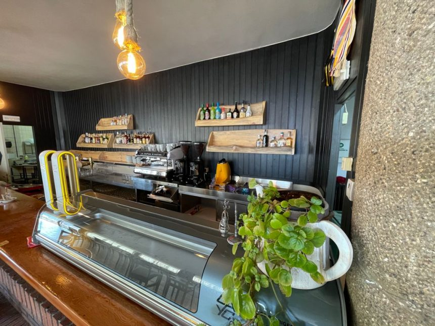 El bar de la Llar d'Avis de Puig-reig reobre portes amb reformes i nous gestors
