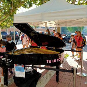 El Maria Canals porta cua a Puig-reig un any més, aquest dijous, amb un piano al passeig de la Via i un concert al Museu de la Colònia Vidal