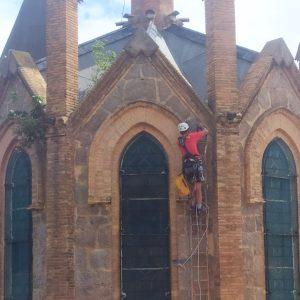 L'Ajuntament de Puig-reig actua a la teulada de l'església Sant Josep de Cal Pons