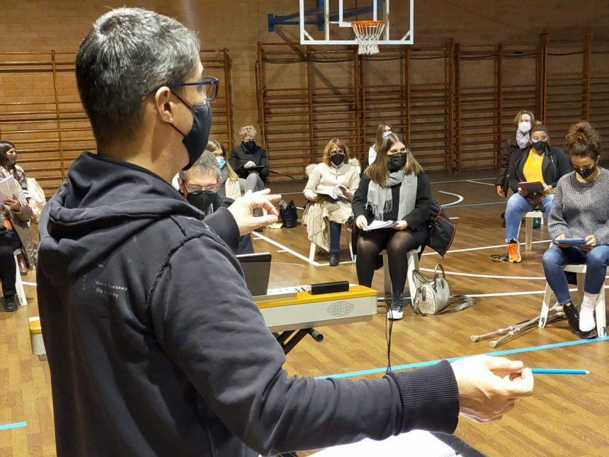 """La Polifònica reprèn els assajos del musical """"Arrelats a Puig-reig"""" per estrenar-lo al maig"""